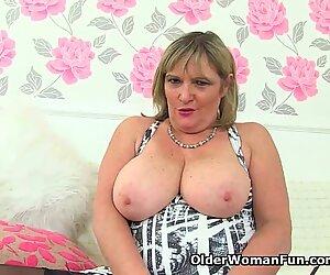 British milf Alisha Rydes fucks a dildo